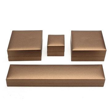 Коробка для упаковки ювелирных изделий из коричневого бархата
